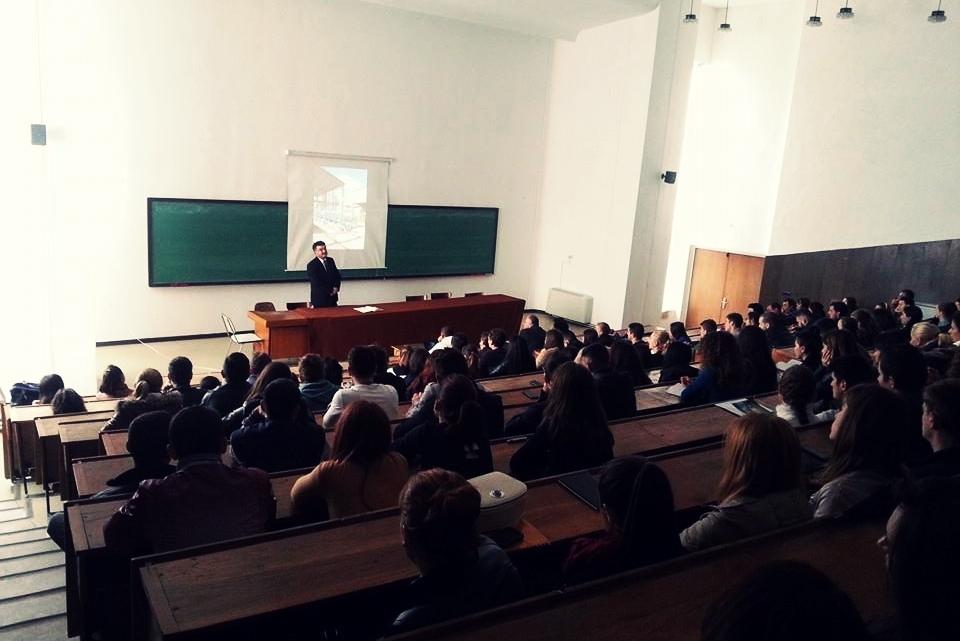 Chimcomplex recrutează studenți