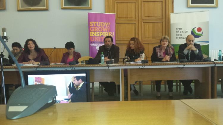 Studenții romi au primit burse de excelență la UMF