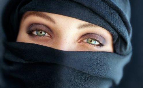 Fetele poartă hejab de la nouă ani