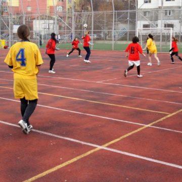 cupa-liceelor-fotbal-feminin-iasi-2013-800x533